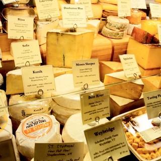 目の前でシェフが仕上げるチーズ尽くしコース!2980円