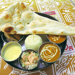 Indian Restaurant Shri Aruna - ノンベジタリセットは、チキンカレー、キーマカレー、シシカバブ、サラダ、チキンティッカ、プレーンナン、ライス、デザートとソフトドリンクがついていて\900