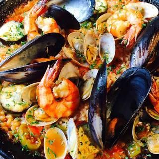 スペインバル料理と日本酒の融合をテーマとしています