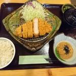 とんかつ処倉敷浜田屋 - 黒豚ロースカツ定食。