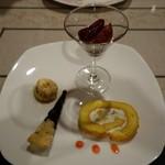 さらの木 - (2016/9月夕食)デザート:フルーツのロールケーキクルミのセミフレッドブルーベリーパイ