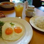 ガスト - 料理写真:目玉焼き(モーニング\399税抜き)ライス大盛りドリンク/スープバー付き