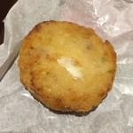 57376258 - ☆アランチーニ                       お肉とトマトの煮込みソース。サフランとトマトソースにモッツァレラチーズイン!ライスコロッケ。普通に美味しいね