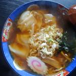 万世 - 料理写真:ワンタンメン(\680税込み)