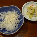 鳥泉 - サラダ、お新香