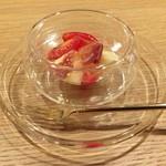 57402582 - アイコトマト、モモ、生ハムのマリネ