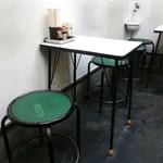 中華そば ターキー - 2人用のテーブル席