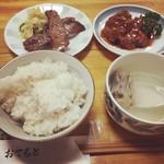 牛たん料理 雅 - おかみさんにワガママ言って、たん焼きと煮込みを半分ずつにして定食にしてもらいました。値段はたん焼き、煮込み定食と同じ1700円でした。