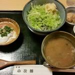 57410053 - 鮪すき身胡麻ダレ丼、950円。