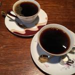 モトマチ喫茶 - 奥:ブレンド  ¥400・手前:アメリカン  ¥400
