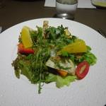 フレンチレストラン にき亭 - 17種類の野菜のサラダ。半熟卵と一緒に。