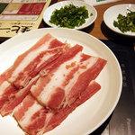 57418558 - 最初のセットの肉