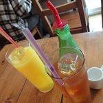 ファミリア - オレンジジュース&アイスミルクティ