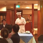 天外天 - 中川シェフによる料理の説明