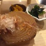 淡路島ええとこどり - 蒸し玉ねぎの醤油焼き,小鉢,漬物