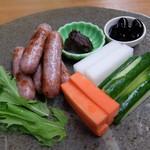 丹波の宿 恵泉 - 夕食 丹波セット(ボタン肉ソーセージと野菜スティック)