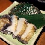 Gyokainonobu - 刺身盛りに+300円で付けてくれるアワビ刺身。             原価超えてないか逆に心配。