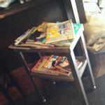 カンダコーヒー - 内観・雑誌がおいてある
