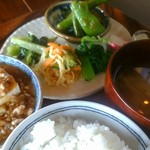 バルデラ - 本日の定食(蒸し豆腐のピリ辛味噌がけ)美味♪