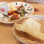 Cucinetta come prima  - 前菜盛り合わせとパン(ランチパスタAセット)