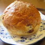 パーネ - ブドウパン100円(外税)。