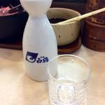 """春駒 支店 - 「日本酒(一合)」(550円)。最近のマイブームは""""常温""""。"""