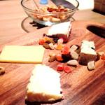 57438346 - ワインが進むチーズ達チョイスが素晴らしい✨
