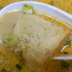 57439351 - スープをたっぷり含んだパン