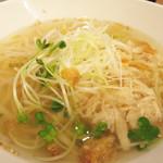 57439941 - 鶏湯麺(ジータンメン)。単品は750円ですが、点心 or ミニ豆花とドリンクのAセット1,300円。