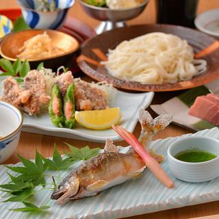 日本各地から取り寄せた、旬の食材を職人技で!!