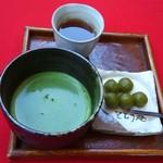 御抹茶処 とどう庵 - お抹茶と茶団子 600円