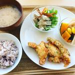 「家」+Cafe - 選べるデリ3品@972(ごぼうサラダ、野菜の煮びたし、鶏の唐揚げ)
