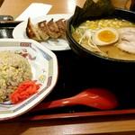 57447417 - 具だくさん淡麗味噌麺+Eセット