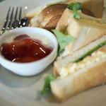 ひばり珈琲 - たまごとトマトのサンドイッチセット