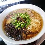 麺屋 極み 金ちゃん - 「魚介醤油 煮干ラーメン」(580円)を「大盛」(120円)で注文しました。