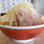 肉汁らーめん 公 - らーめん(中)+野菜にんにく