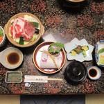 湯ヶ島温泉 湯本館 - 料理写真:夕食セッティング