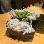 沼津魚がし鮨 - 釜揚げしらす軍艦