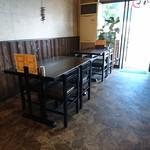 中華食堂 白鳳 - 店内 テーブル席