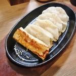 57458068 - 鉄板餃子