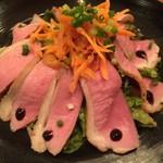 ピッキ・ピッキ - 自家製燻製、合鴨ロースのロースト サラダ仕立て。鴨肉と燻製の風味が相まって、たまりません(´∀`●)