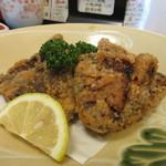 喰い処 まるはち - 追加注文をした、鯨の竜田揚げ 多分、刺身にできるぐらいのお肉なんだろうなぁって味でした。