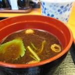 喰い処 まるはち - 赤だし 具はみつばとまきふ 濃いめのお味噌が美味しかったです。