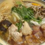 57460920 - 名古屋コーチンのすき焼き鍋が煮えたところ
