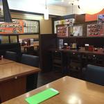 シンショー製麺うどん なべちゃん - 店内をパシャ 平日の13時半です
