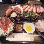 とんかつ マンジェ - 「日向あじ豚チョイス(カキフライ、カニクリームコロッケ)定食」(2,610円込)(2010年10月)