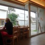 モデラートロースティングコーヒー - カウンターからの景観