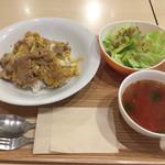 ビンチェ - 豚肉と卵の生姜焼きDON¥690、ランチサラダ¥150