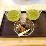 京菓匠 栗阿彌  - 無料のお茶と御菓子