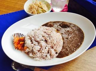 Cafe&直売所 赤レンガ - 牛すじカレー大盛り(サラダつき):550円